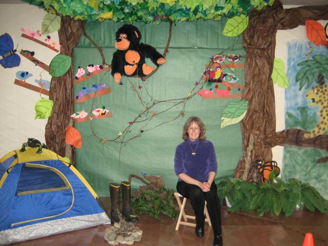 Army Ant Parade activities » rain forest art display